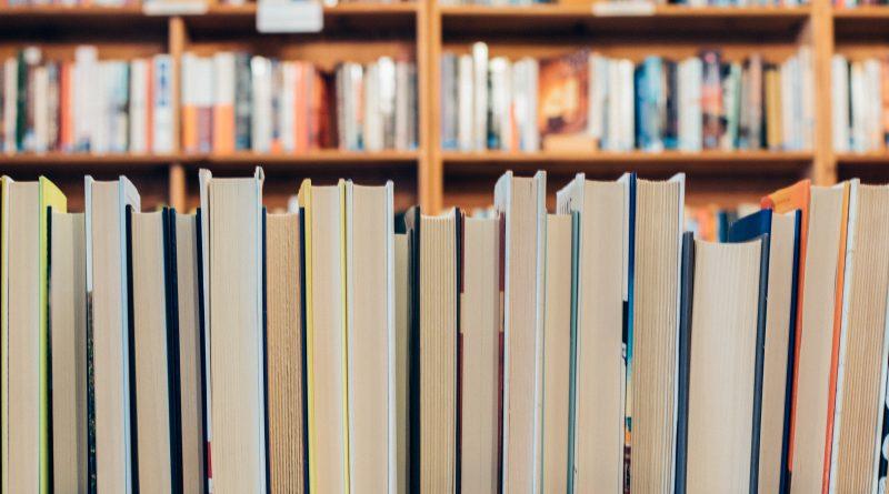 Bolsas de estudo Passaporte Universitário livros biblioteca